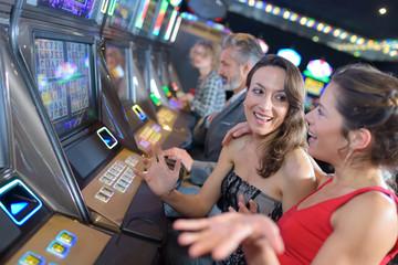 เลือกเล่นเกมสล็อตออนไลน์ Pussy888เล่นถูกเว็บไซต์อย่างไรก็ร่ำรวย